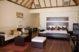 Jacuzzi Water Villa - Veligandu Island Resort & Spa
